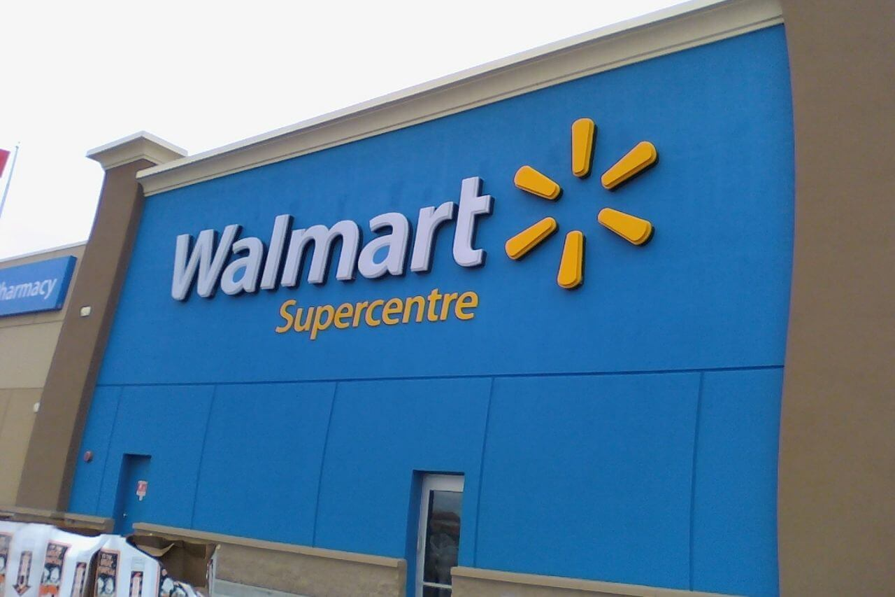 Does Walmart Take Apple Pay In 2021? (Try This Instead….)